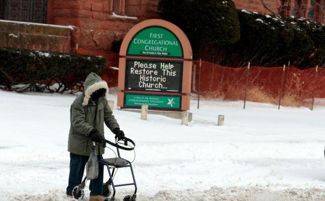 Velike probleme z mrazom imajo tudi brezdomci. FOTO: AFP