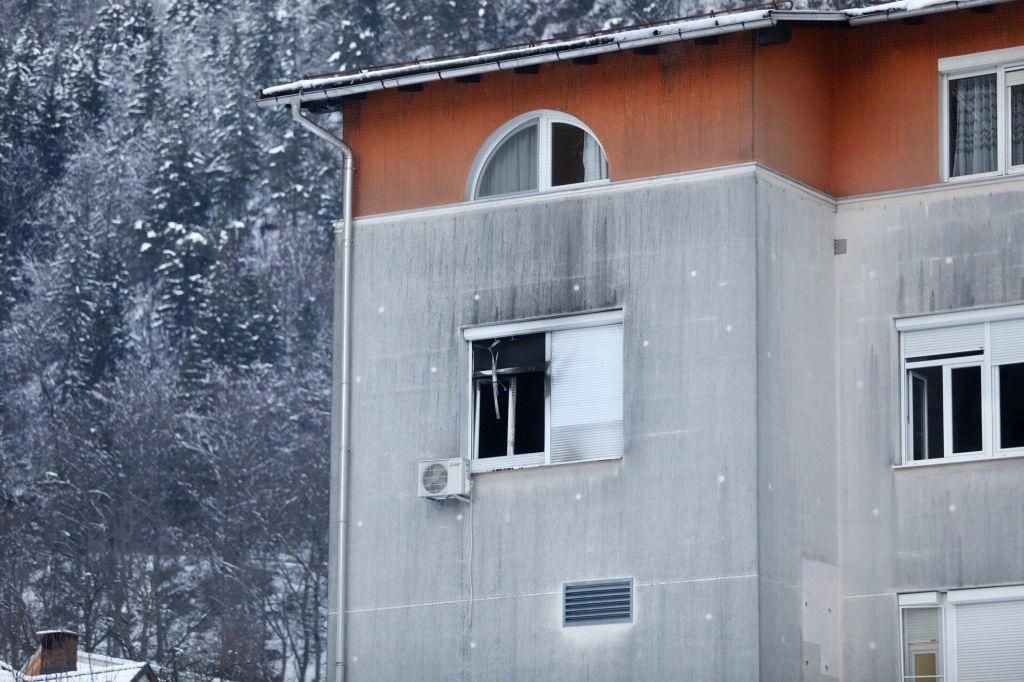 FOTO:Dve smrtni žrtvi, požar povzročil bolnik z demenco (FOTO)