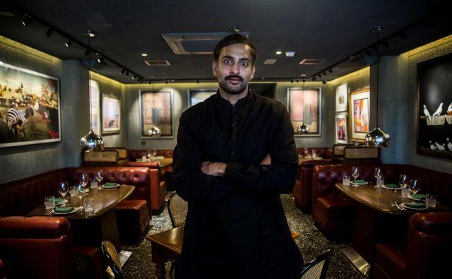 Pakistanski kuhar iz Hongkonga Asim Husain v svoji z michelinko ovenčani restavraciji. FOTO: AFP