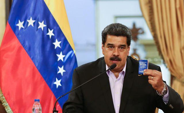 Nicolás Maduro, ki se je znašel pred največjo politično preizkušnjodoslej, pravi, da še naprej popolnoma nadzoruje venezuelsko vojsko.Foto: Reuters