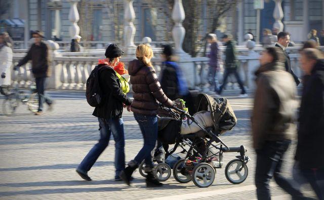 Država je lani za otroške dodatke izplačala nekaj več kot 246 milijonov evrov. FOTO: Leon Vidic/Delo