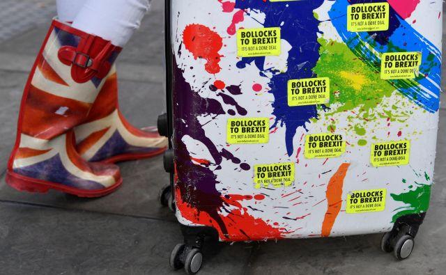 V EU27 vztrajajo, da je odpiranje ločitvenega sporazuma, ki vključuje varovalo za preprečevanje nastanka trde meje na irskem otoku, izključeno. FOTO:Toby Melville/Reuters