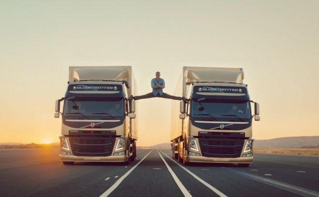 Znamenita »špaga« Jean-Clauda van Damma v oglasu za tovornjake Volvo. Foto Volvo