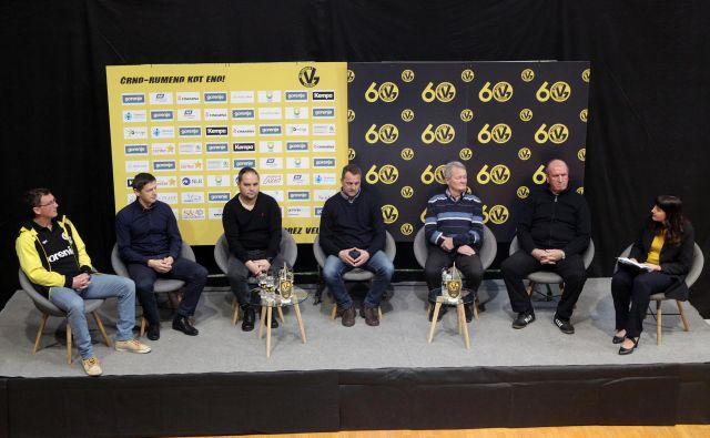 Zoran Jovičić, Sebastjan Sovič, Branko Tamše, Borut in Franc Plaskan ter Štefan Kac so podali svoja razmišljanja ob 60. obletnici Gorenja. FOTO Mavric Pivk