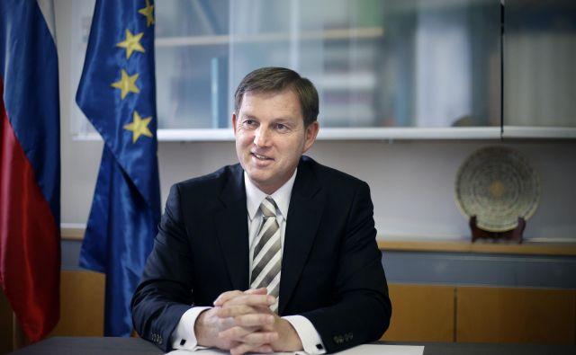Nizka udeležba na zadnjih evropskih volitvah kaže, da se ne zavedamo pomena EU in da smo preveč indiferentni do naše skupne prihodnosti, poudarja Miro Cerar. FOTO: Blaž� Samec
