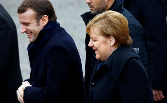 Oba protagonista, kanclerka Angela Merkel in predsednik Emmanuel Macron, sta zelo šibka. FOTO: Reuters