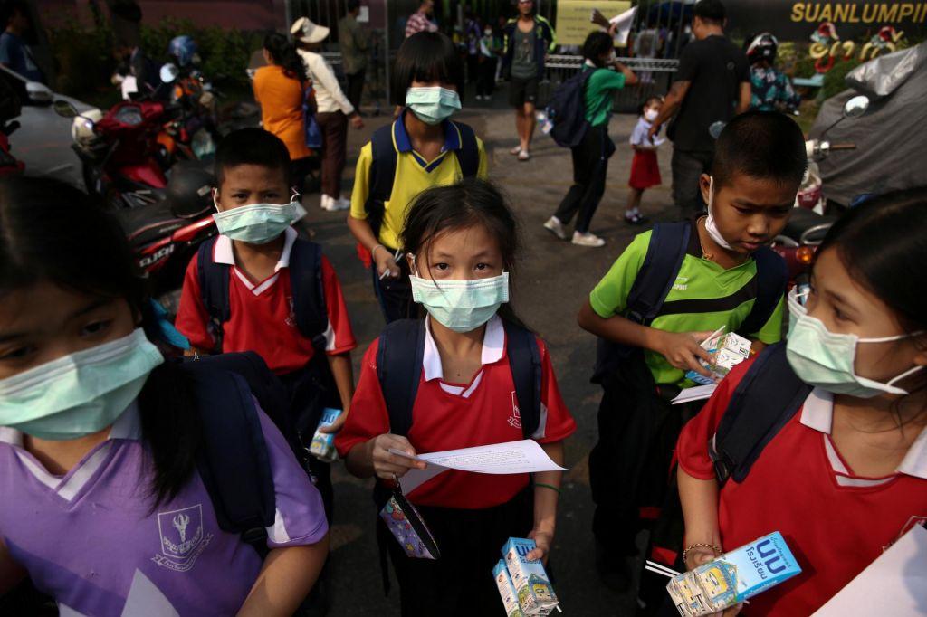 FOTO:Zaradi smoga zaprli več sto šol