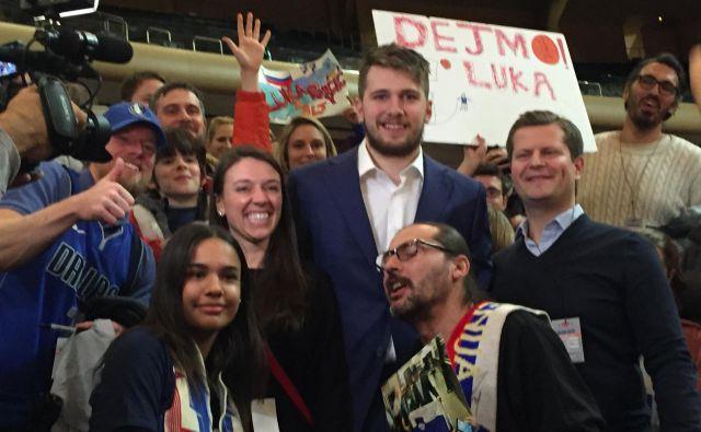 V New Yorku je pozdravil četico slovenskih navijačev, ki ga je prišla bodrit. FOTO: Tadeja Lampret/POP TV<br />