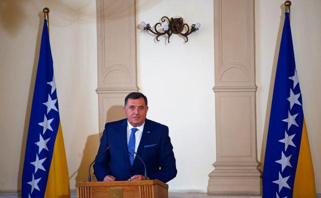 Milorad Dodik (na fotografiji) se je s kolegoma Željkom Komšićem in Šefikom Džaferovićem vrnil iz Bruslja s praznimi obljubami. Foto Reuters