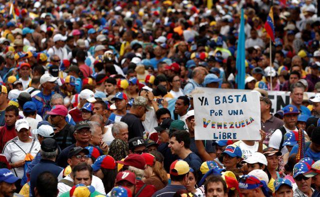 Nasprotniki Madurovega režima med drugim zahtevajo »svobodno Venzuelo«, »konec uzurpacije« in »tranzicijsko vlado«.Foto: Reuters