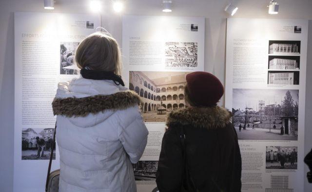 Na razstavi v Plečnikovi hiši so med drugim arhitektovi načrti Nuka in fotografije gradnje. FOTO: Voranc Vogel/Delo