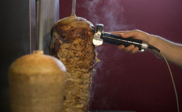 Sporno meso za kebab so uničili. FOTO. Foto Voranc Vogel/delo