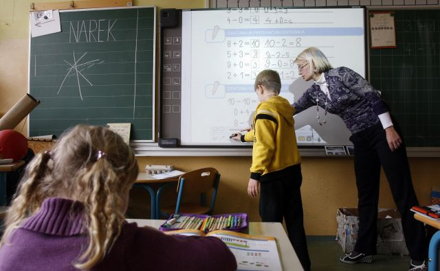 Gregor Pečan: »Nimam toliko učiteljev, da bi lahko zagotovil nadomeščanje, pri tem pa ne bi presegli dnevnega ali tedenskega maksimuma.« FOTO: Blaž Samec/Delo