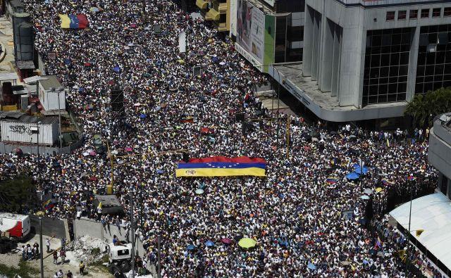 Venezuelska opozicija napoveduje, da se bodo množični protesti še stopnjevali. Foto: AFP