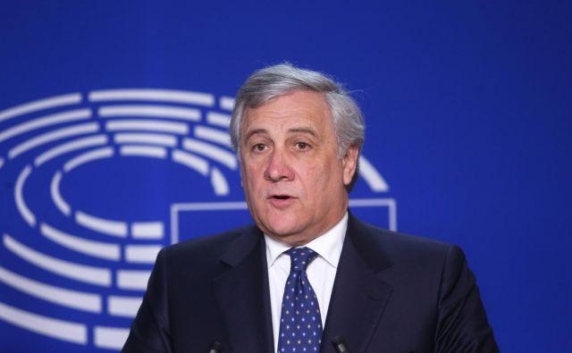 Antonio Tajani ni politični začetnik. Obratno. Ima dolgo kilometrino; izkušnje je pridobival v Berlusconijevem gibanju Naprej, Italija, bil je član evropske komisije in evropskega parlamenta, bil je govorec prve Berlusconijeve vlade … Kilometrino nedvomno ima. Vprašanje pa je, ali ima ustrezno kapaciteto. FOTO: Francois Walschaerts/AFP