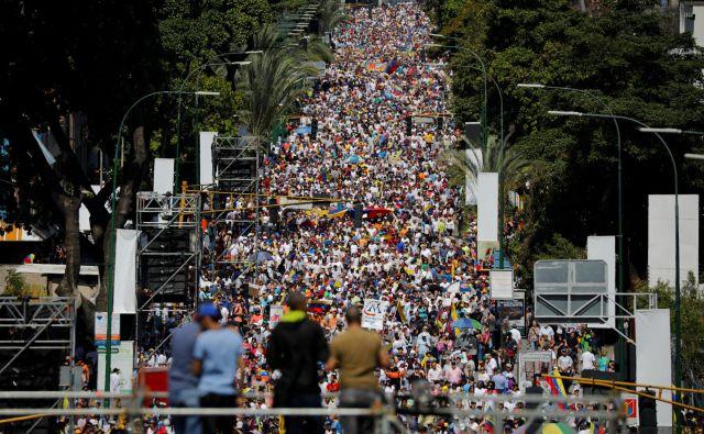 Protestniki so okupirali ulice venezuelske prestolnice.FOTO: Reuters