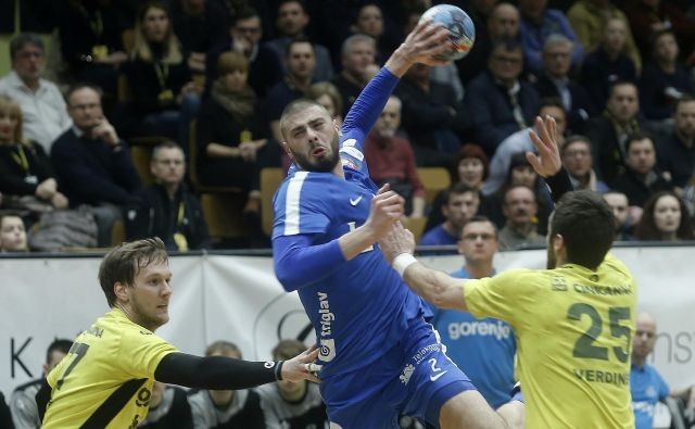 Branko Vujović je iz dvanajstih strelov iztržil tri gole. FOTO: Blaž Samec/Delo