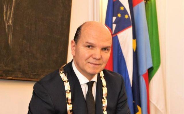 Župana Đenia Zadkovića motijo pohlepni glavonožci brez kičme. FOTO: Jadran Rusjan