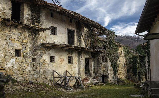 Zapuščena vas Slapnik v Goriških Brdih, 21. 1. 2019 Foto Voranc Vogel/delo