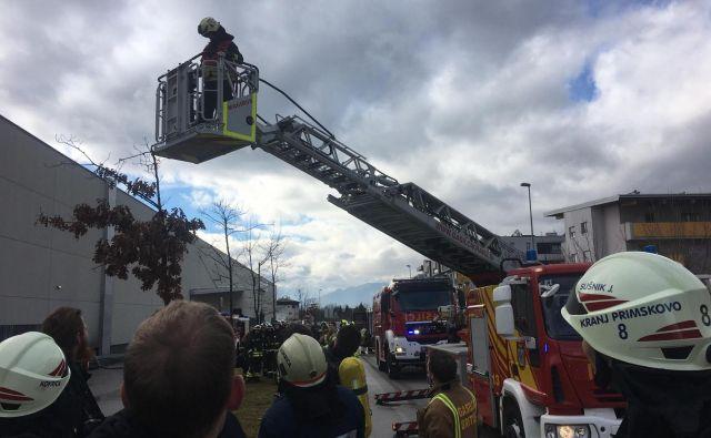 To je bila že druga večja gasilska intervencija na tem objektu v zadnjem letu in pol. FOTO: Gasilci Kranj-Primskovo