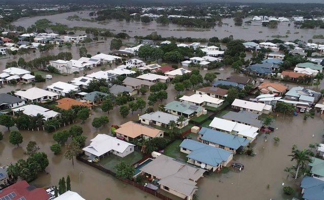 Zaradi poplav je ogroženih več kot 20.000 domov. FOTO: AFP