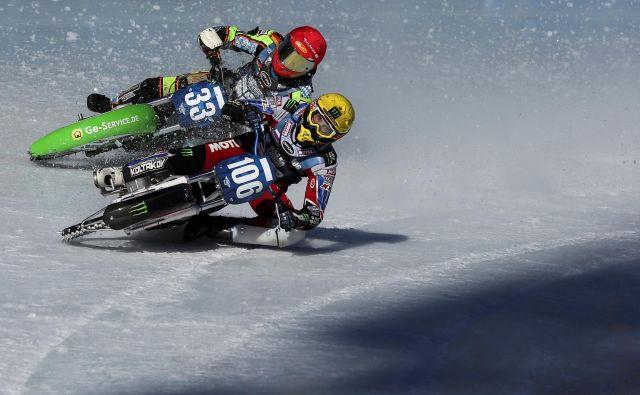 Kazahstanska različica speedwayja poteka kar na ledeni progi ( FIM Ice Speedway Gladiators World Championship). Foto Pavel Mikheyev Reuters