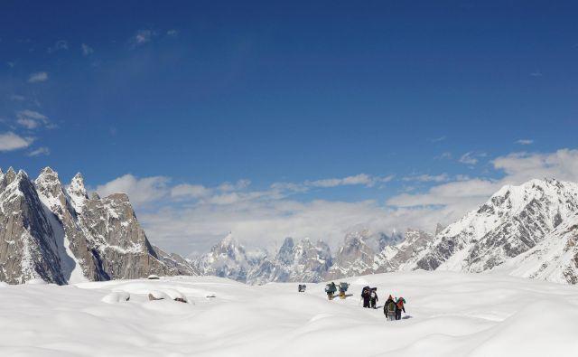 Ledeniki v Himalaji postajajo preteklost, kar bo težava za milijarde ljudi. FOTO: Wolfgang Rattay/Reuters