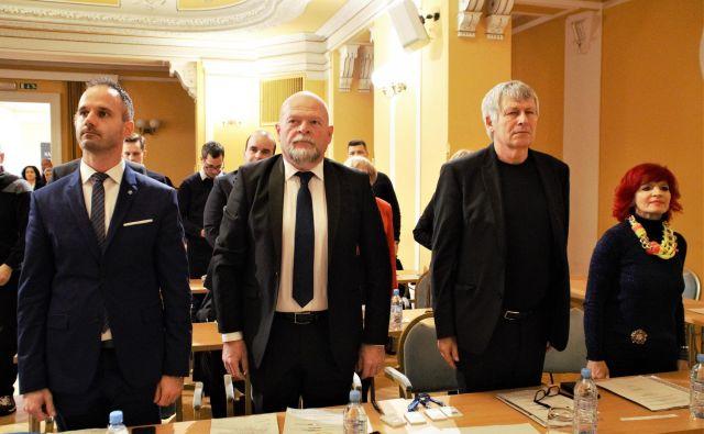 Štirje svetniki SD na konstitutivni seji mestnega sveta MO Celje, levo Damir Ivančić, drugi z desne predsednik celjske SD in županov pooblaščenec Stane Rozman. FOTO: Brane Piano