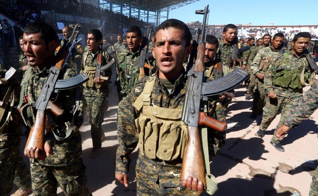 Pripadniki Sirskih demokratičnih sil (SDF). FOTO: Aboud Hamam/Reuters