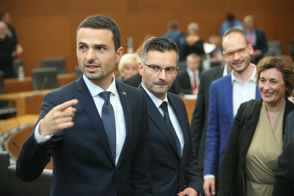Zakaj SDS in NSi žuli zaustavitev nakupa nemških oklepnikov