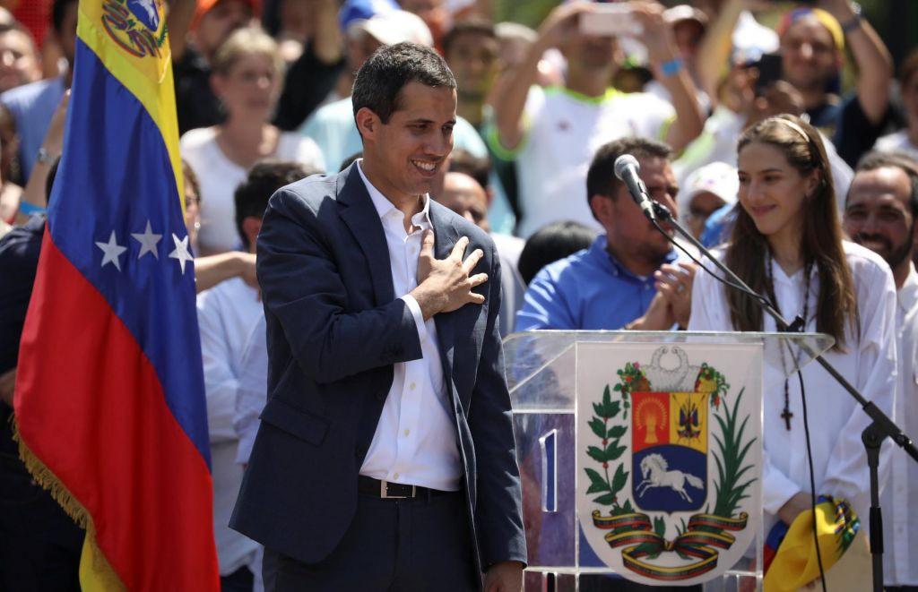 Cerar bo predlagal vladi, naj prizna Guaidója