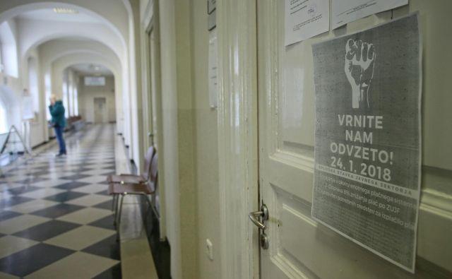 S sklenitvijo dogovora s sindikati je vlada decembra preprečila stavkovni val. FOTO: Tadej Regent/Delo