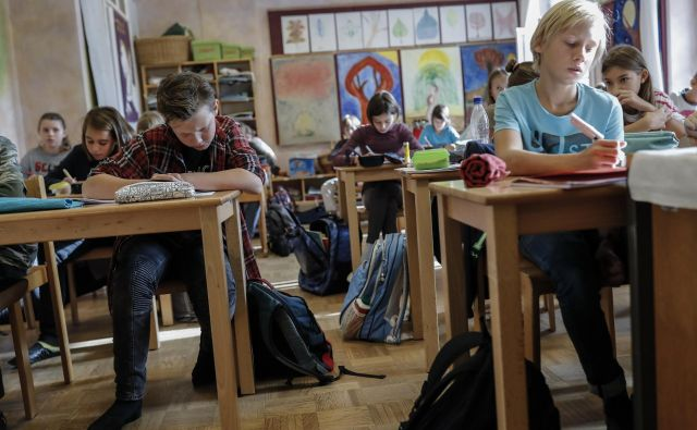 Država zasebne šole trenutno financira 85-odstotno, po odločitvi ustavnih sodnikov pa bi jih morala v polni meri. FOTO: Uroš Hočevar/Delo