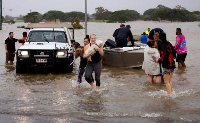 V mestu Townsville je bilo iz svojih domov evakuiranih več kot 650 ljudi. FOTO: AFP