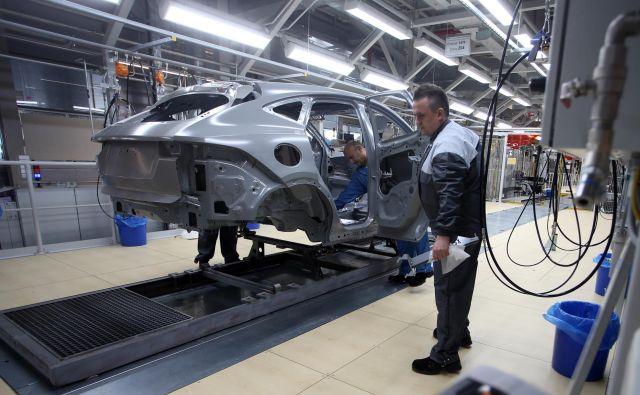 Magna zagon testne proizvodnje načrtuje za sredino tega meseca, redno proizvodnjo pa do konca marca. FOTO: Tadej Regent/Delo