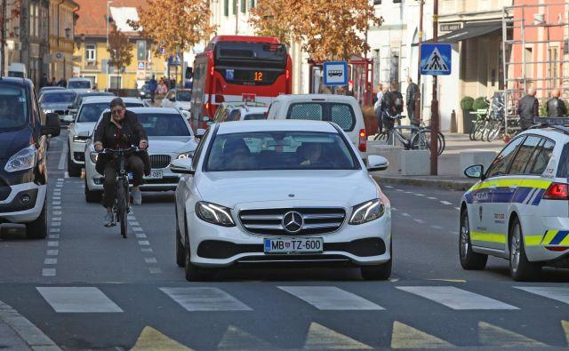 Inštitut za varnost v prometu svetuje starejšim voznikom, naj pri zdravniku preverijo svoje stanje. FOTO: Tadej Regent