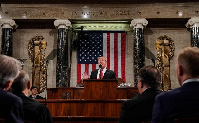 Trump je nagovor kongresa izrabil predvsem za krepitev podpore med republikanskimi kongresniki, omajanimi ob nedavni ustavitvi dela vlade. FOTO: Doug Mills/AFP