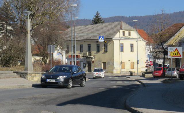 V Moravčah imajo poleg neuglednega občinskega središča težave tudi s pitno vodo, ki jo je treba pred uporabo klorirati. FOTO: Bojan Rajšek/Delo
