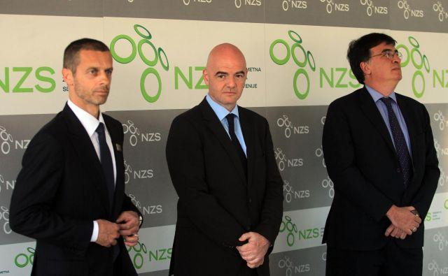 Odvetnika Aleksander Čeferin (levo) in Gianni Infantino (v sredini) bosta še naprej vladala evropskemu in svetovnemu nogometu. FOTO: Blaz Samec/Delo