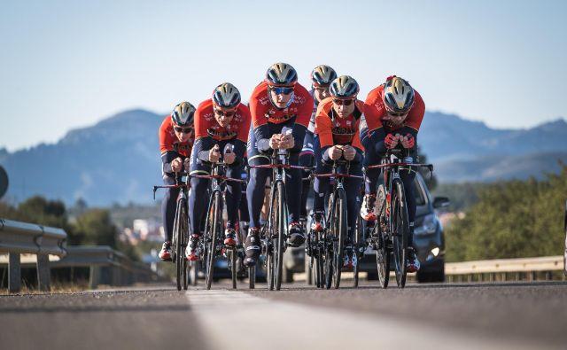 Jan Tratnik (na čelu) si prav zaradi ekipnega kronometra potihem obeta mesto v ekipi za dirko po Franciji. FOTO: Marti Milla/CPA