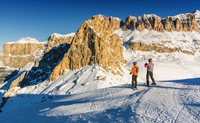 Na vrhu smučišča Belvedere, v ozadju masiv Selle.<br /> Foto Shutterstock