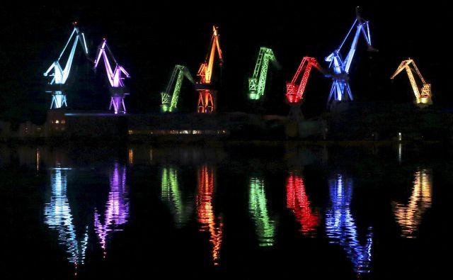 Žerjavi ladjedelnice Uljanik so bili pred leti glavni igralci spektakla na svetlobnem festivalu Vizualija. FOTO: Antonio Bronic/REUTERS