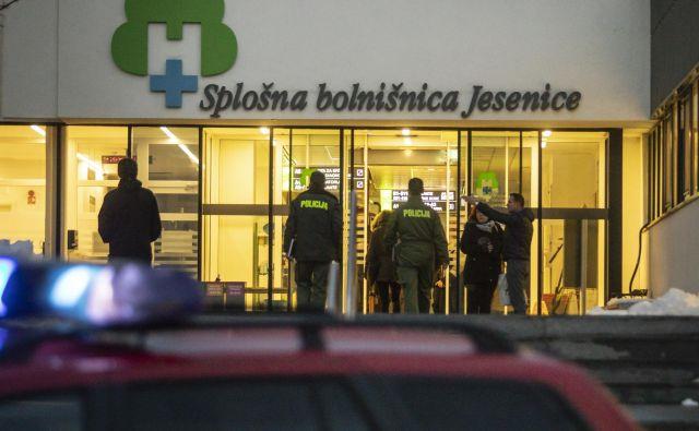 Požar v jeseniški bolnišnici je povzročil veliko škodo. FOTO: Voranc Vogel/Delo