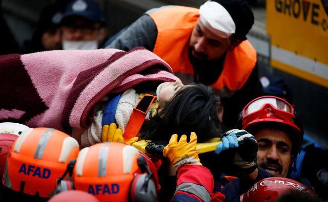 Uspeli so rešiti petletnico. FOTO: Huseyin Aldemir/Reuters