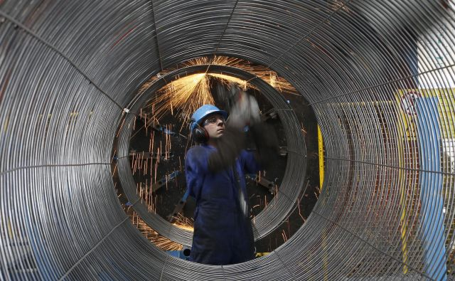 Ob glavnem investitorju Gazpromu pri projektu sodelujejo evropska podjetja: Engie, OMV, Shell, Uniper in Wintershall. Prvi Severni tok je začel delovati leta 2011.FOTO: Reuters