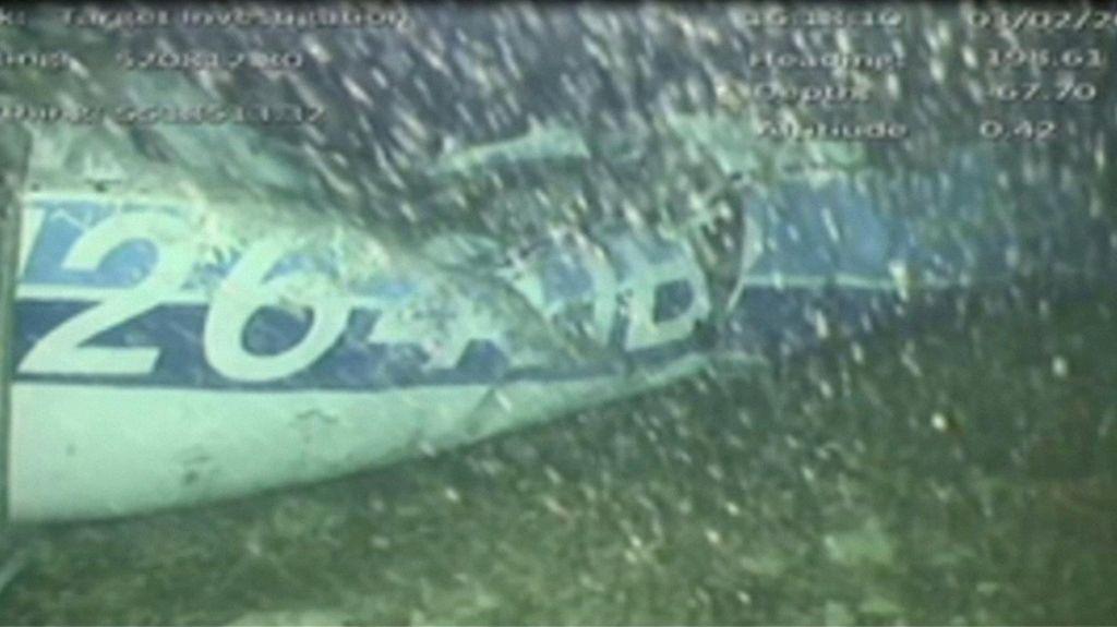 Truplo potegnili iz strmoglavljenega letala