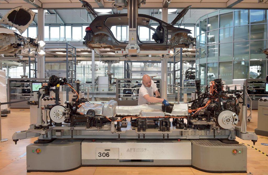 FOTO:Nemška avtomobilska industrija v tekmi s časom