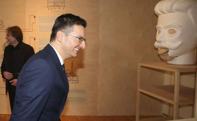 Möderndorferje v včerajšnjem govoru med drugim dejal, da imamo prvič v zgodovini samostojne Slovenije za predsednika vlade človeka, ki je bil v resnici kulturnik in naj bi se spoznal na kulturo. FOTO: Jože Suhadolnik