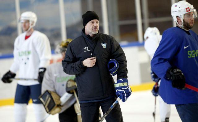 Selektor Ivo Jan je zadovoljen s pristopom slovenskih hokejistov na turnirju na Bledu. FOTO: Roman Šipić/Delo
