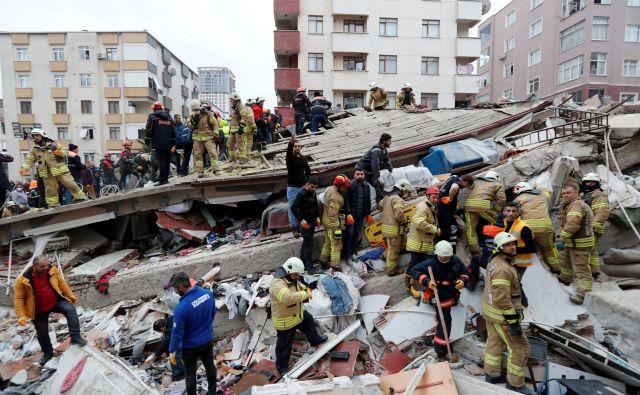 V nesreči je umrlo najmanj 17 ljudi. FOTO: Murad Sezer/Reuters